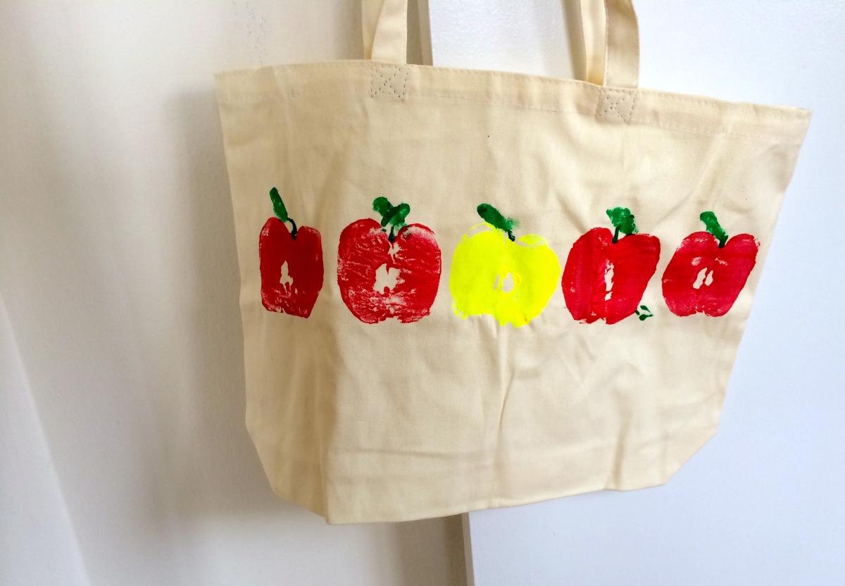 Diy Apple Print Tote Bags Crayons And Croissants